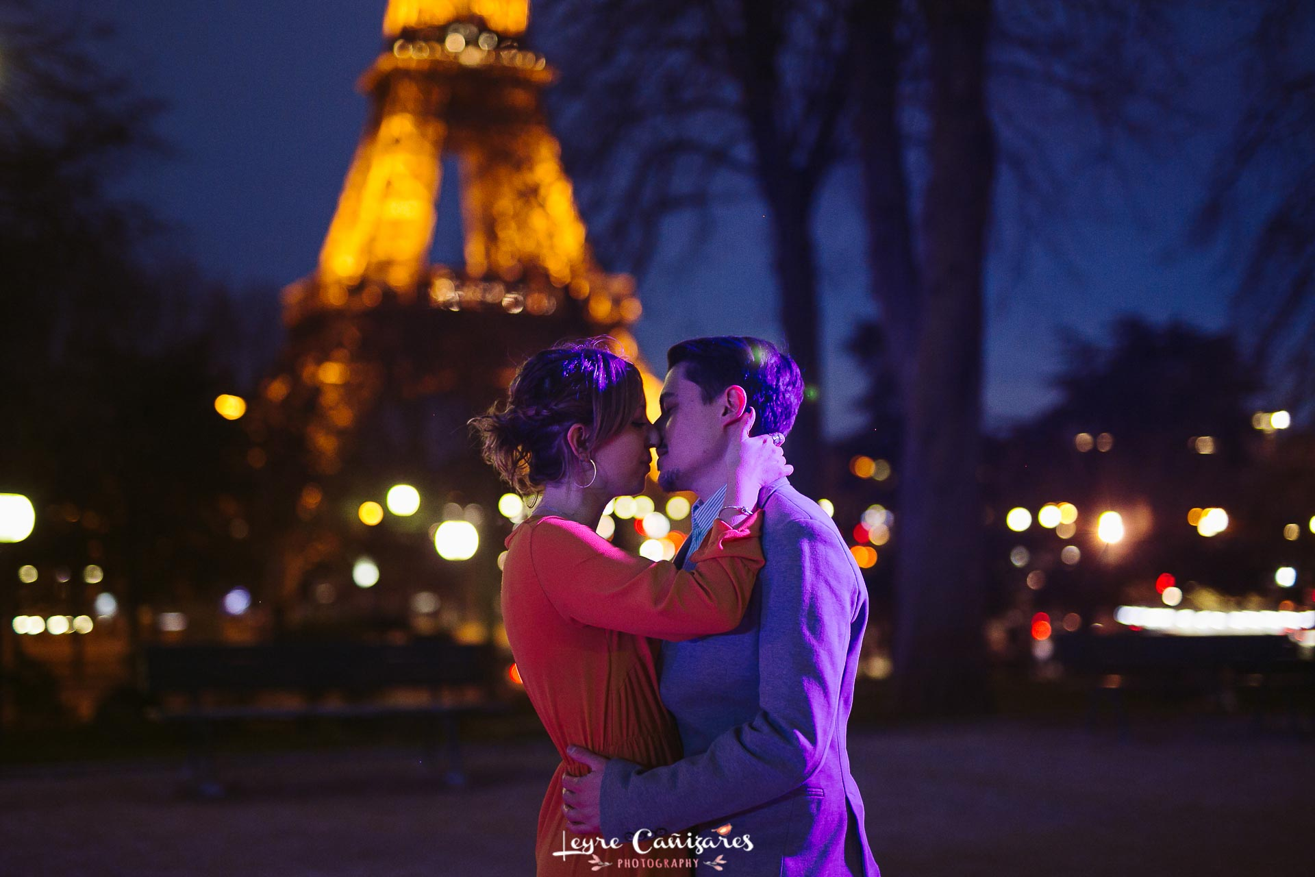 Engagement photography in Trocadero at night, Paris